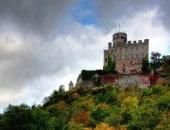 Die mehr als 800 Jahre alte Burg Pyrmont im Elzbachtal.