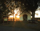 Herrliche Abendstimmung im September bei der Matthiaskapelle in Scheuern/Vulkaneifel.