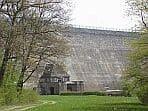 Staumauer der Dreilägerbachtalsperre